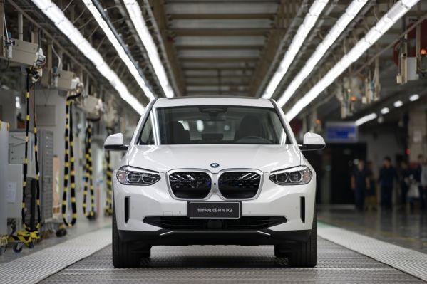 BMW ohlásilo prvé plne elektrické vozidlo BMW iX3