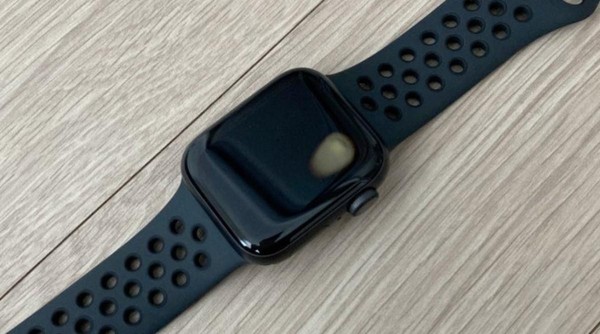 Prvé problémy Apple Watch SE. Prehriali sa a poškodili sa! Zdroj: GSMArena