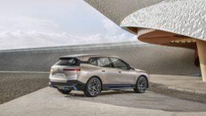 BMW iX exteriér pohľad na vozidlo z boku