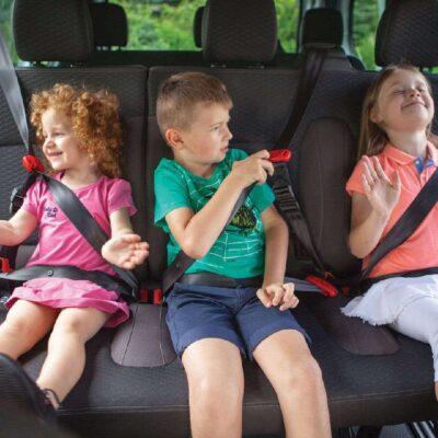 Pomôcka pre rodičov do auta. Toto je detský pás!
